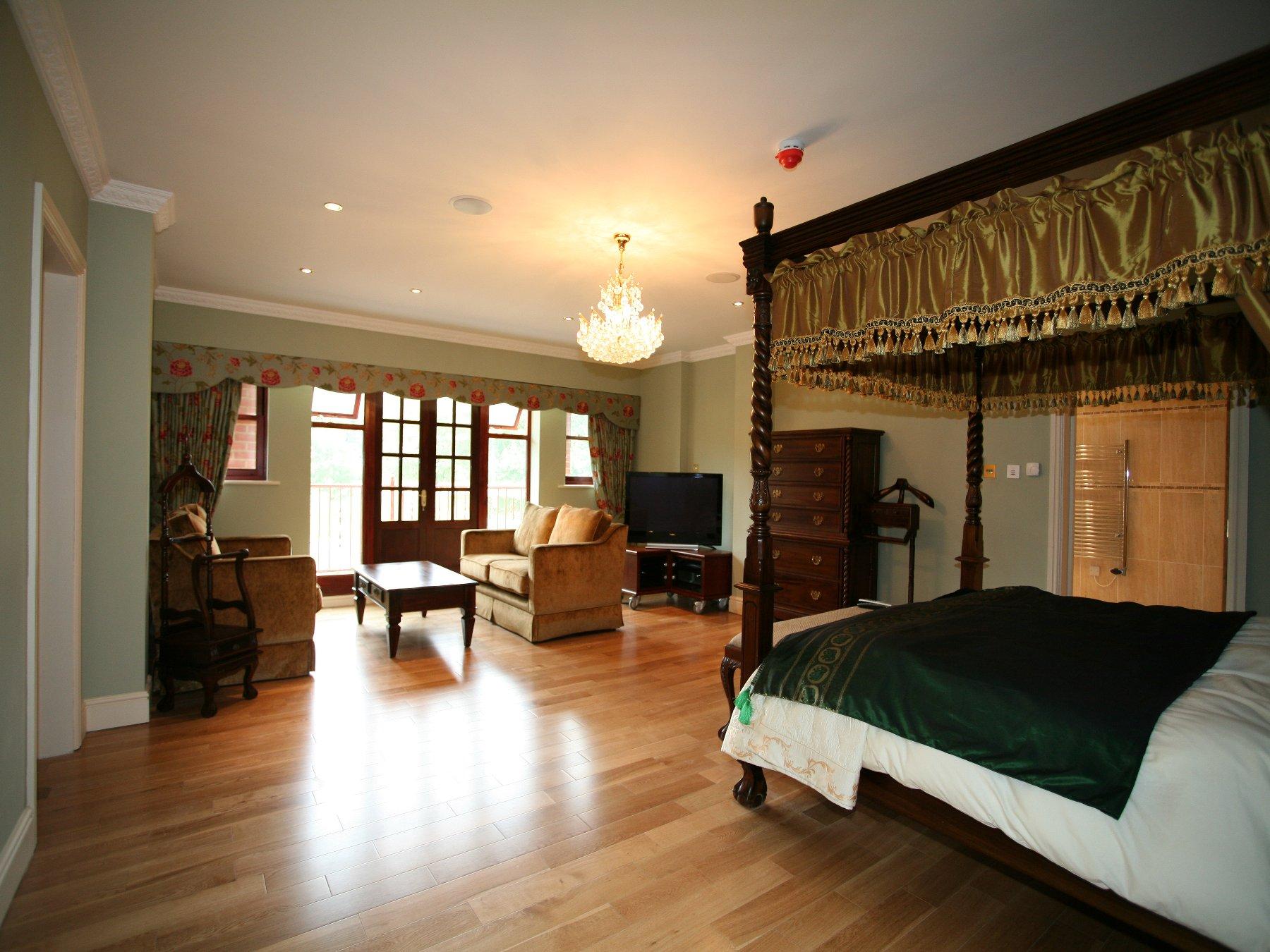 Master Bedroom Suite Design 1800 x 1350